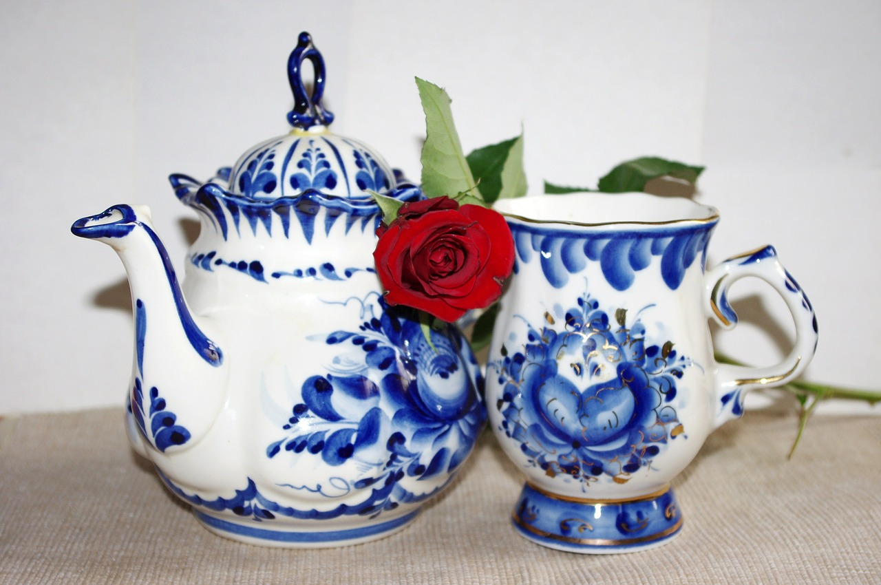 Gzhel – blue and white folk Russian ceramics
