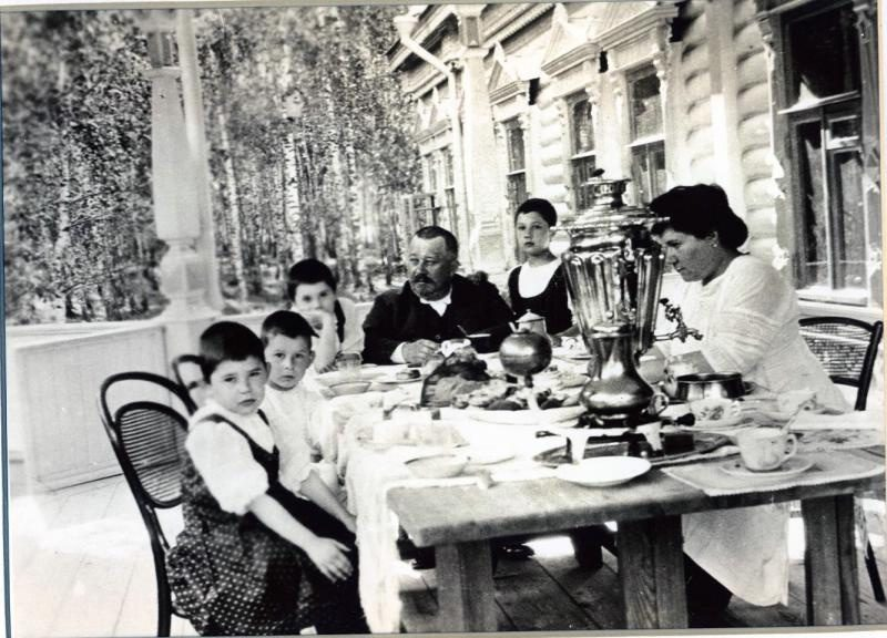 A family at the dacha, 1910s
