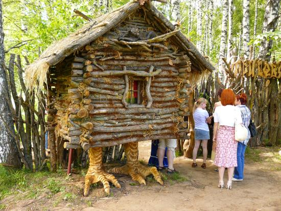 Hut on chicken legs, Museum of Wooden Architecture, Kostroma